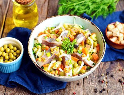 Рецепт: Картофельный салат с сельдью