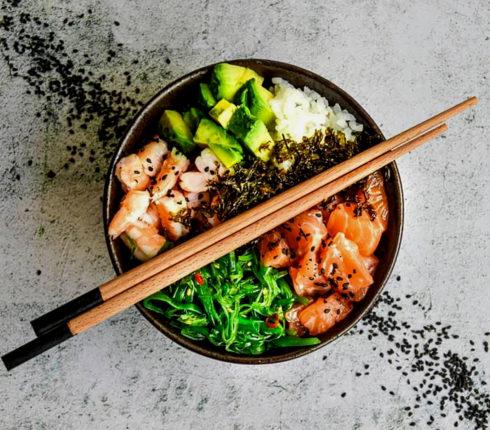 Рецепт: Поке-боул с Чукой и лососем